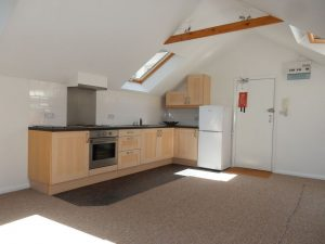 1 BEDROOM CONVERSION FLAT CLOSE TO SOUTH CROYDON STATION