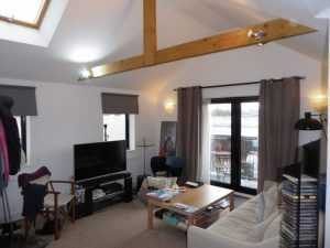 2 BEDROOM CONVERSION FLAT CLOSE TO SOUTH CROYDON STATION